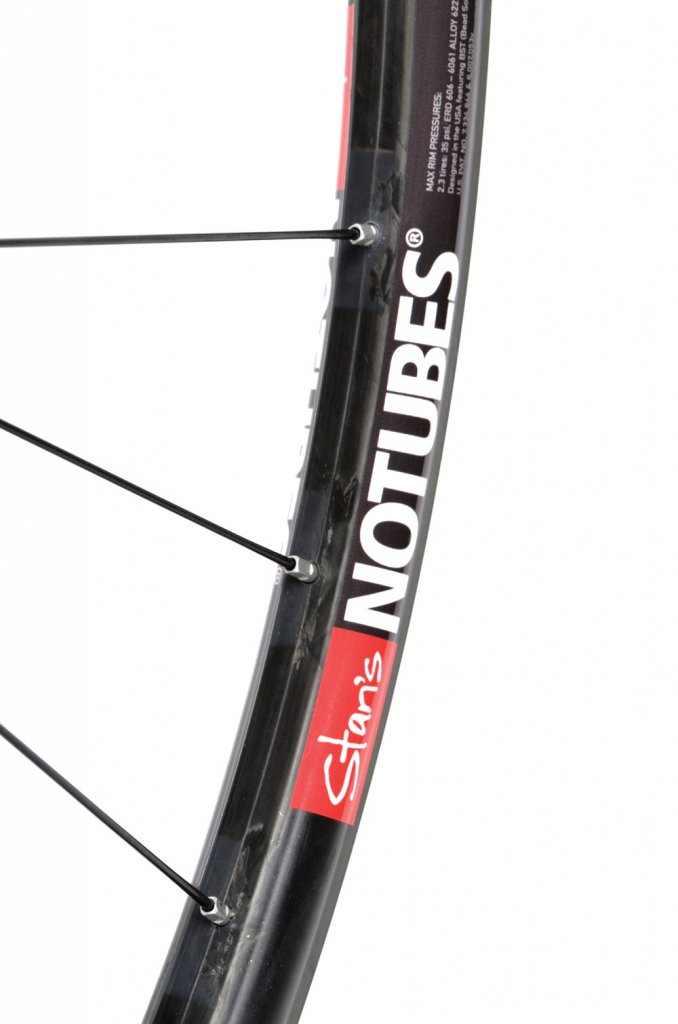 Carbon wheels from NoTubes.-valor3.jpg