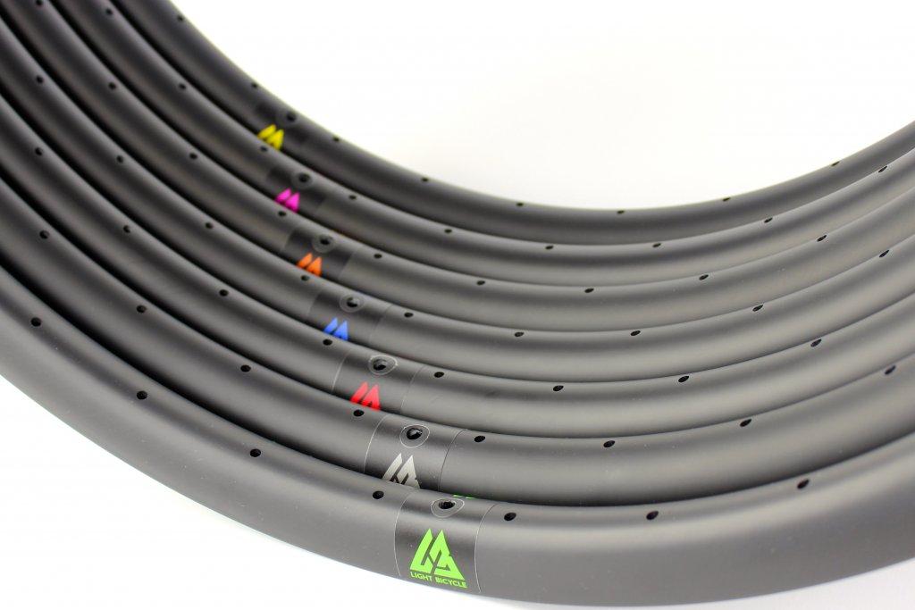 Light Bicycle Carbon Rims-valves-1-.jpg
