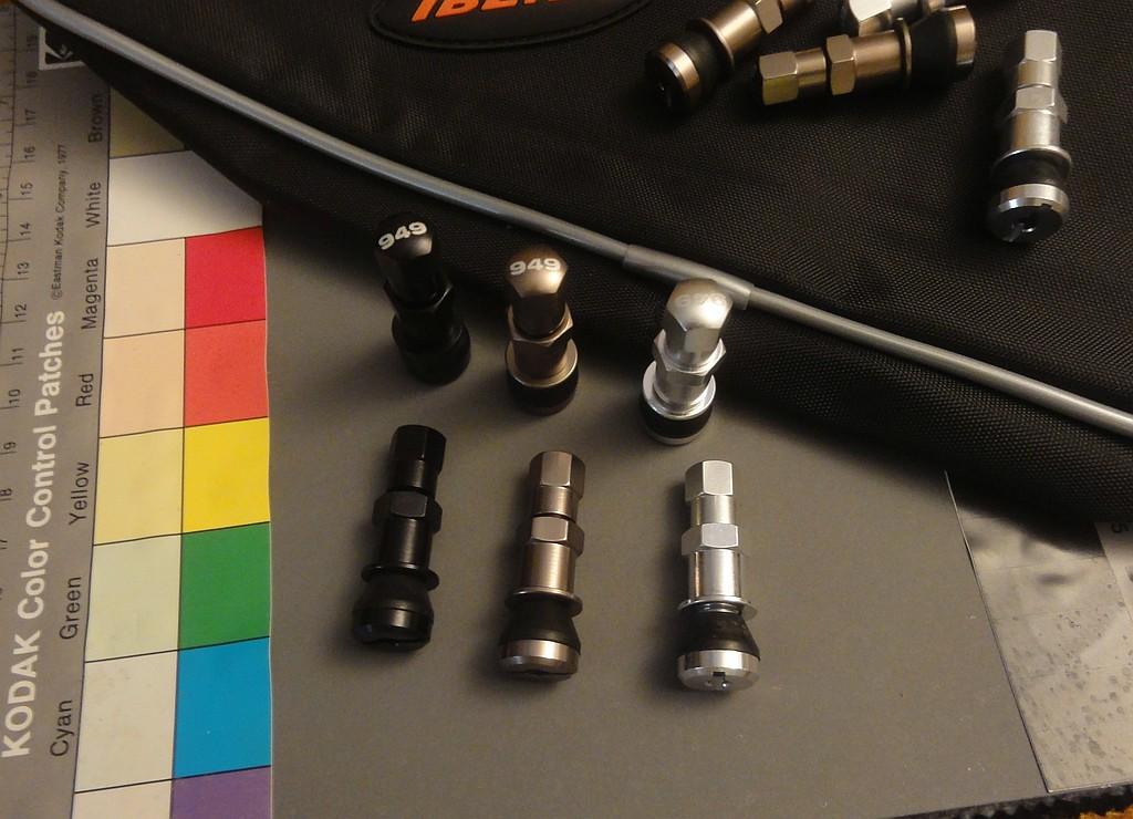 Split tube schrader-valves-schrader-949-anodized-aluminum-sm.jpg