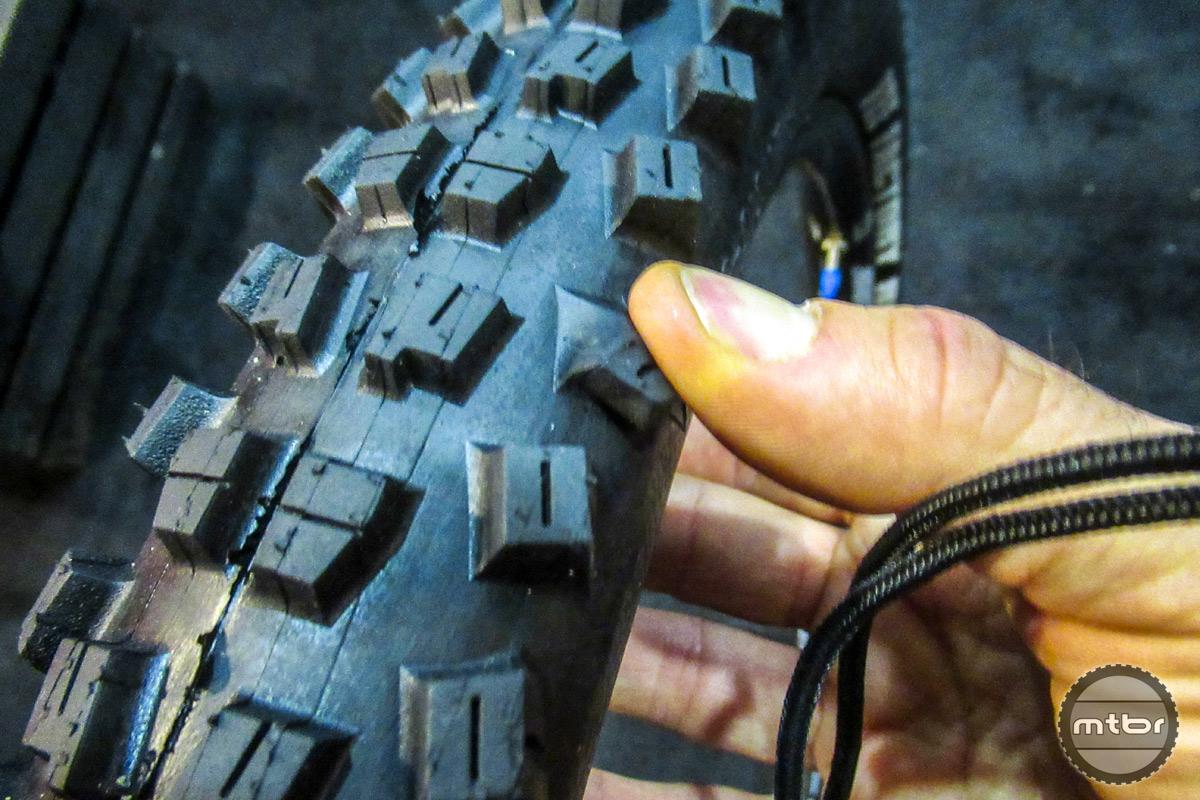 Vee Tire Factory Super Tacky