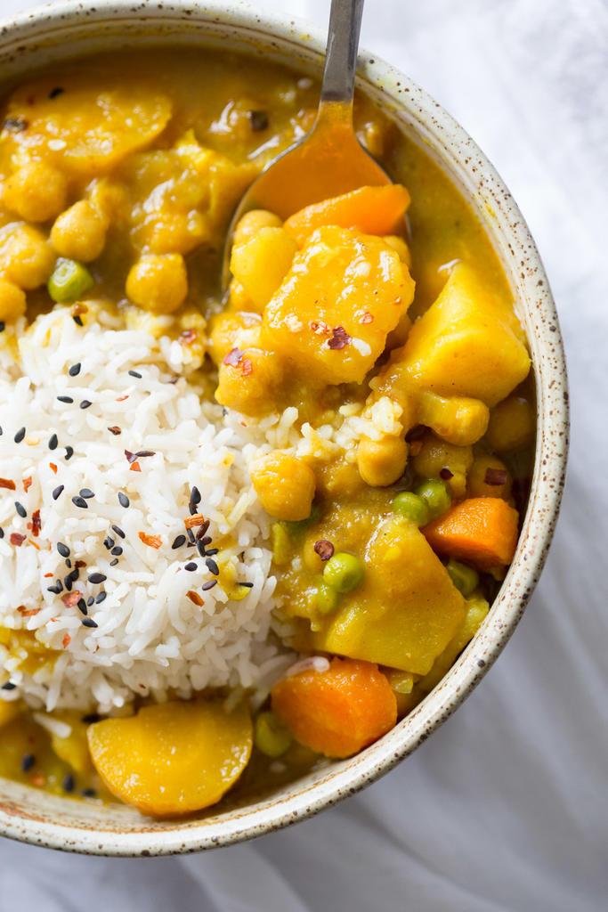 Vegetarian / Vegan / Raw recipes & chat-vegan-japanese-curry-instant-pot-veganricha-8253.cr2_.lr_.jpg
