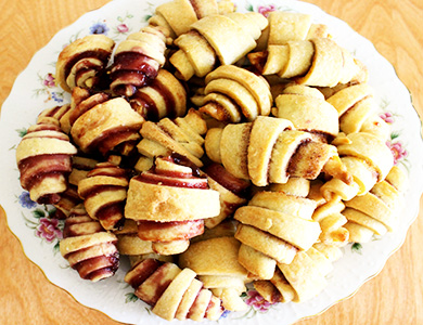 Name:  VegNewsItsRainingFlourRugelachInLine.jpg