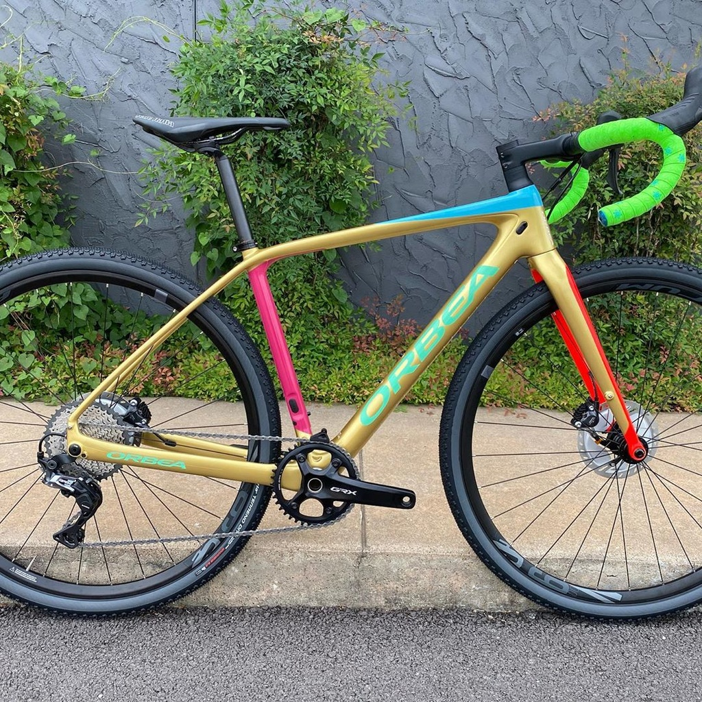 Post your PICTURES of your bike if it has custom color coordinated parts-velorangutan_105976655_903155663513111_4276406687632484575_n.jpg
