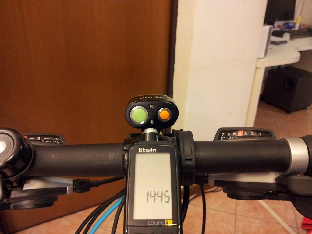 UltraFire D99 a promising new 2x light?-vf6yszxh.jpg
