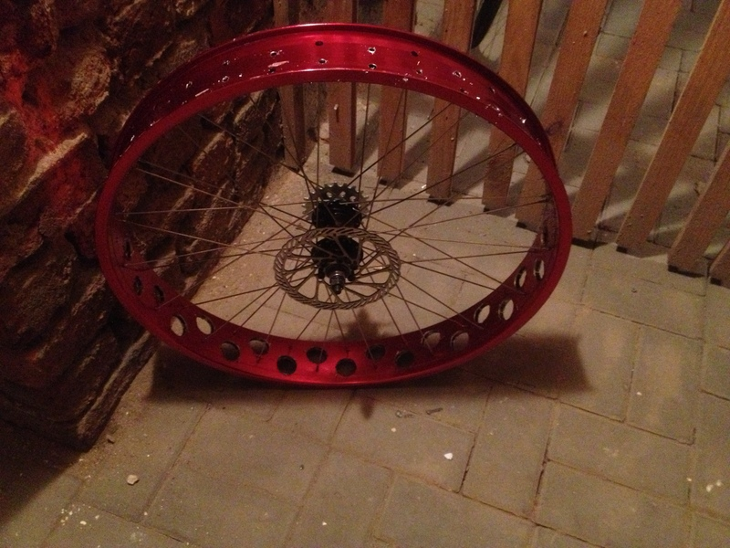 Drilling Robssons 80s rims .... or more air for my Pug...-vh9r.jpg