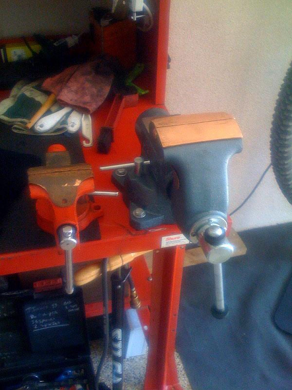 Speedhub COG removal for Bloody Knuckles!-vise.jpg