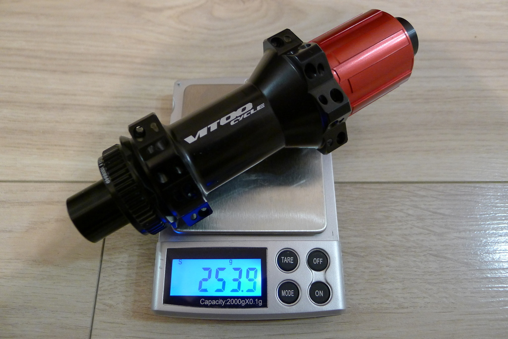 Chinese DT hubs counterfeits-vitoo_cycle_28h_cl_hubs_rear_254g.jpg