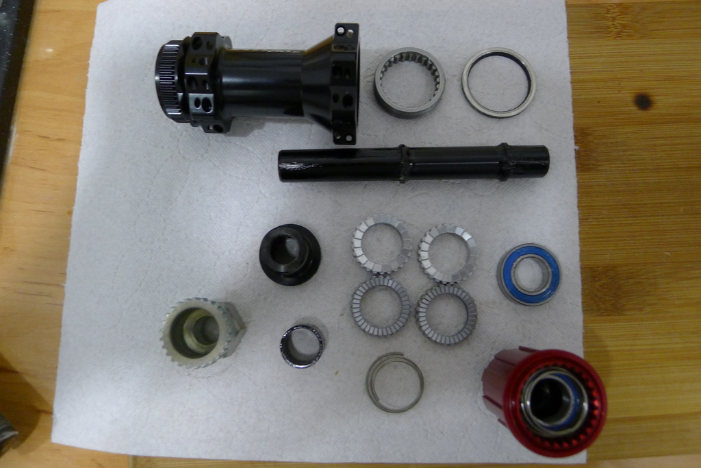 Chinese DT hubs counterfeits-vitoo_cycle_hub_apart.jpg