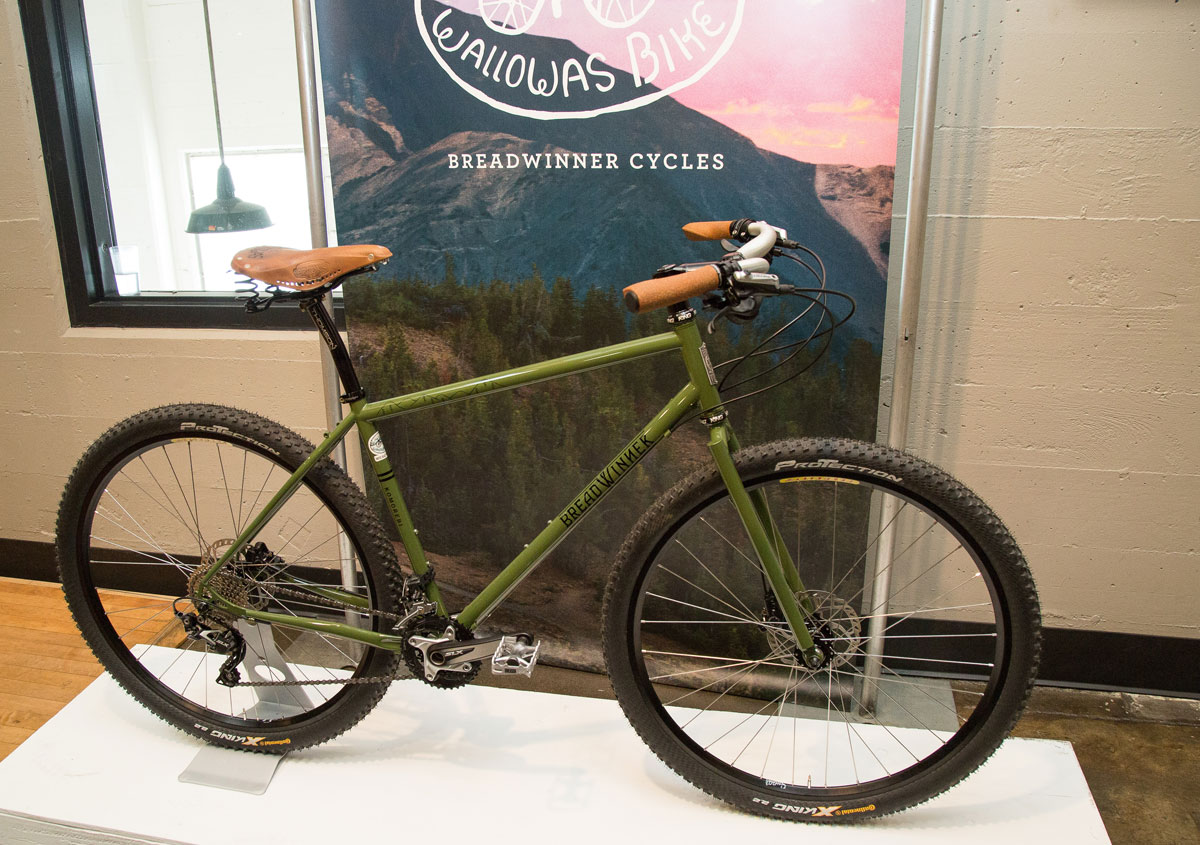 The frame is a fully rigid 29er that's outfitted with dual-purpose 2.5-inch tires.
