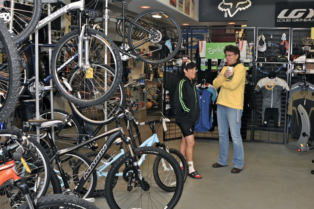 Free Stans No Tubes tubeless conversion class at Sunday Cycles Bike Shop-web.jpg