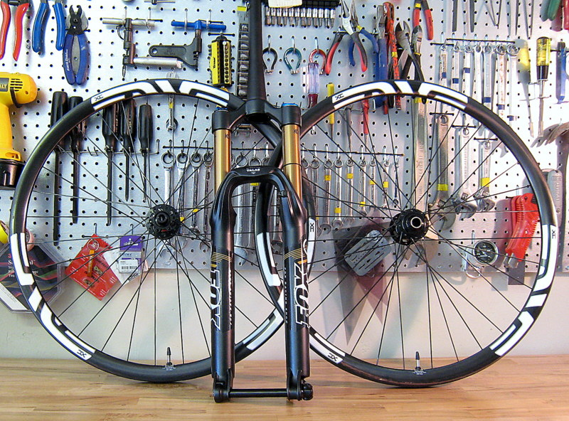 An Intense Tracer 275 build-wheels-fork.jpg