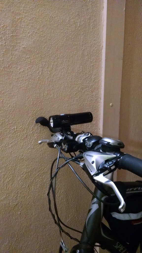 CAt User Review: Wiz 1 : ( Self-Contained 26650 Li-ion Bike Lamp / Torch )-wiz1-side.jpg