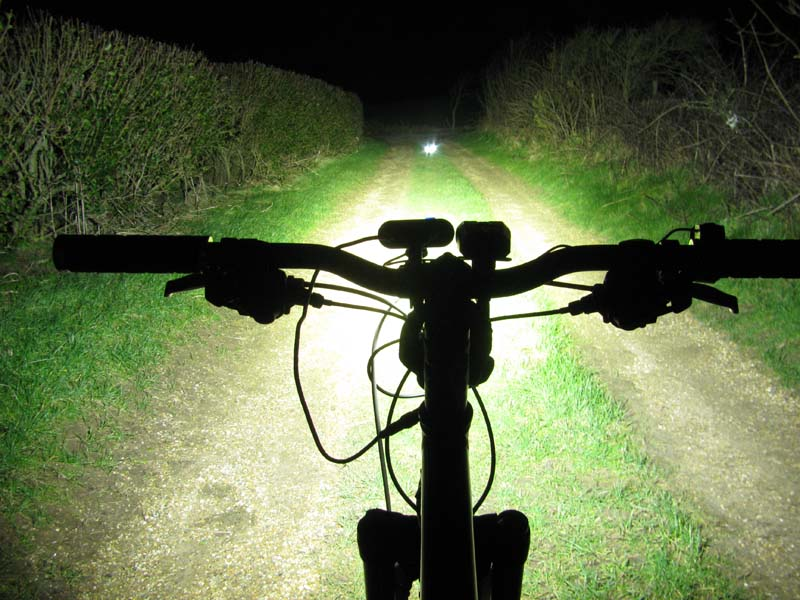 ITUO WIZ XP3 Triple XM- L2 U3 bike light-wizxp3hs.jpg