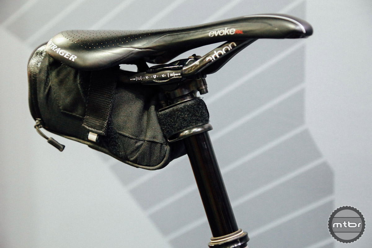 The Valais 25 allows you to attach a saddle bag to your dropper post without worrying about scratching the stanchion.