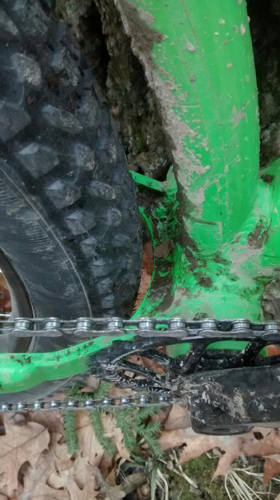 Kona Wozo Review: 420mm chainstay, runs 29+ to 26 x 4.8!-wozo-bb-clearance.jpg
