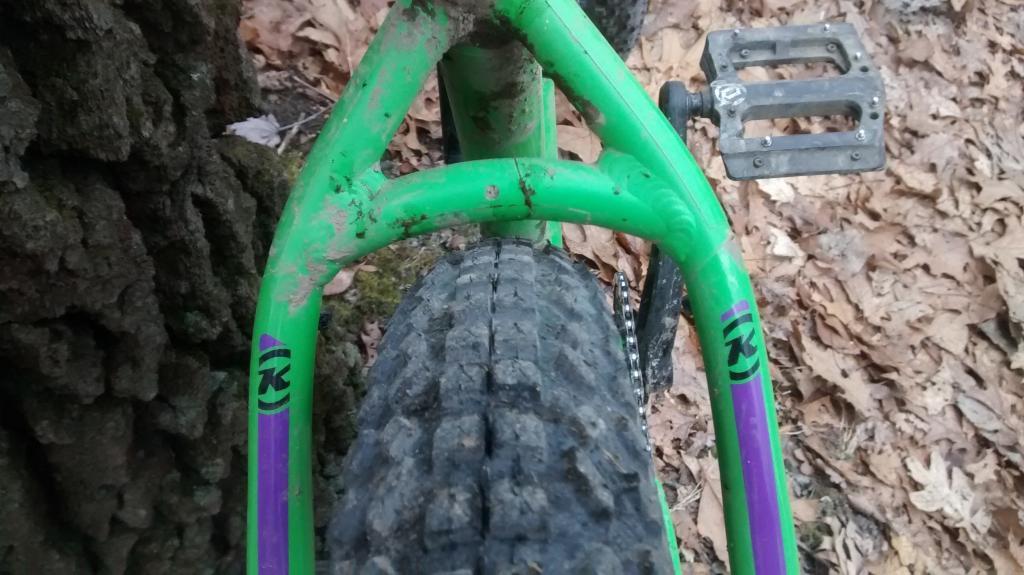 Kona Wozo Review: 420mm chainstay, runs 29+ to 26 x 4.8!-wozo-seatstay-clearance.jpg