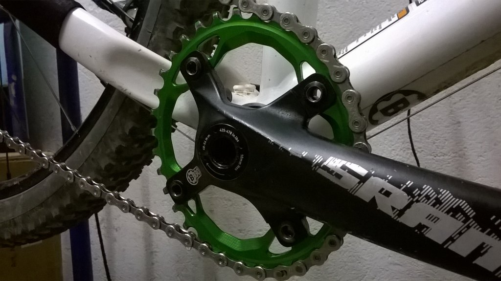 Absolute Black Oval Chainring-wp_20150203_002.jpg