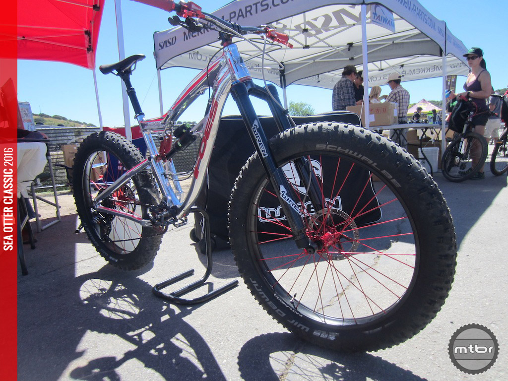 Wren showed off their forks on this Foes Mutz fat bike.