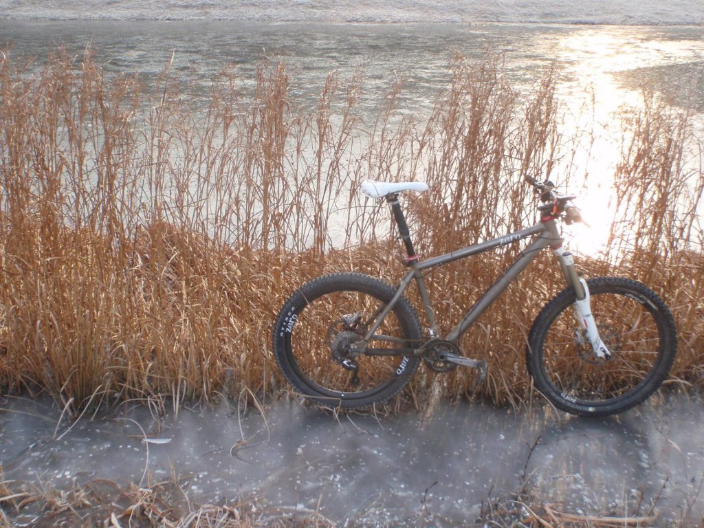 Show us a picture of your 26er MTB that you still use on the trails-xcam-icygrass.jpg