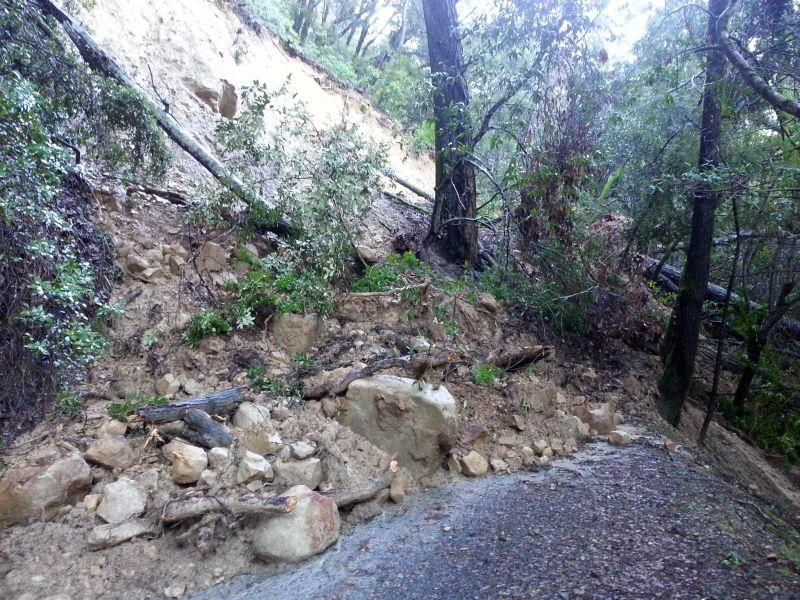 Landslide completely closes Los Gatos Lake Ranch Trail Sanborn Park 8am 1/12/2017-xfqglr.jpg