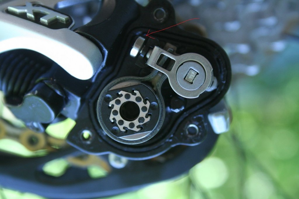 XT Shadow Plus rear derailleur review -- initial impressions-xt-shadow-cover-removed-small.jpg