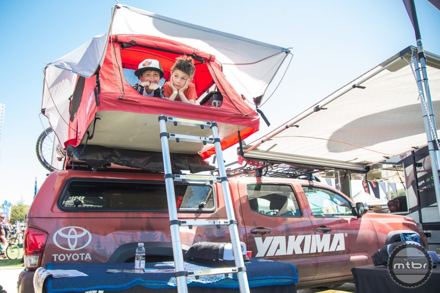 For kids old and young itu0027s a treehouse. & Yakima Skyrise rooftop tent - Mtbr.com