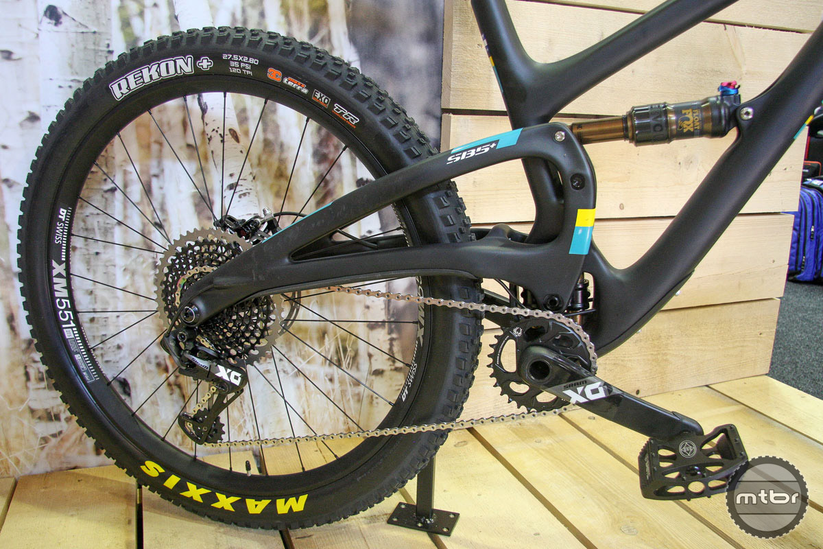 An elevated driveside chainstay helps accommodate the wider tires.