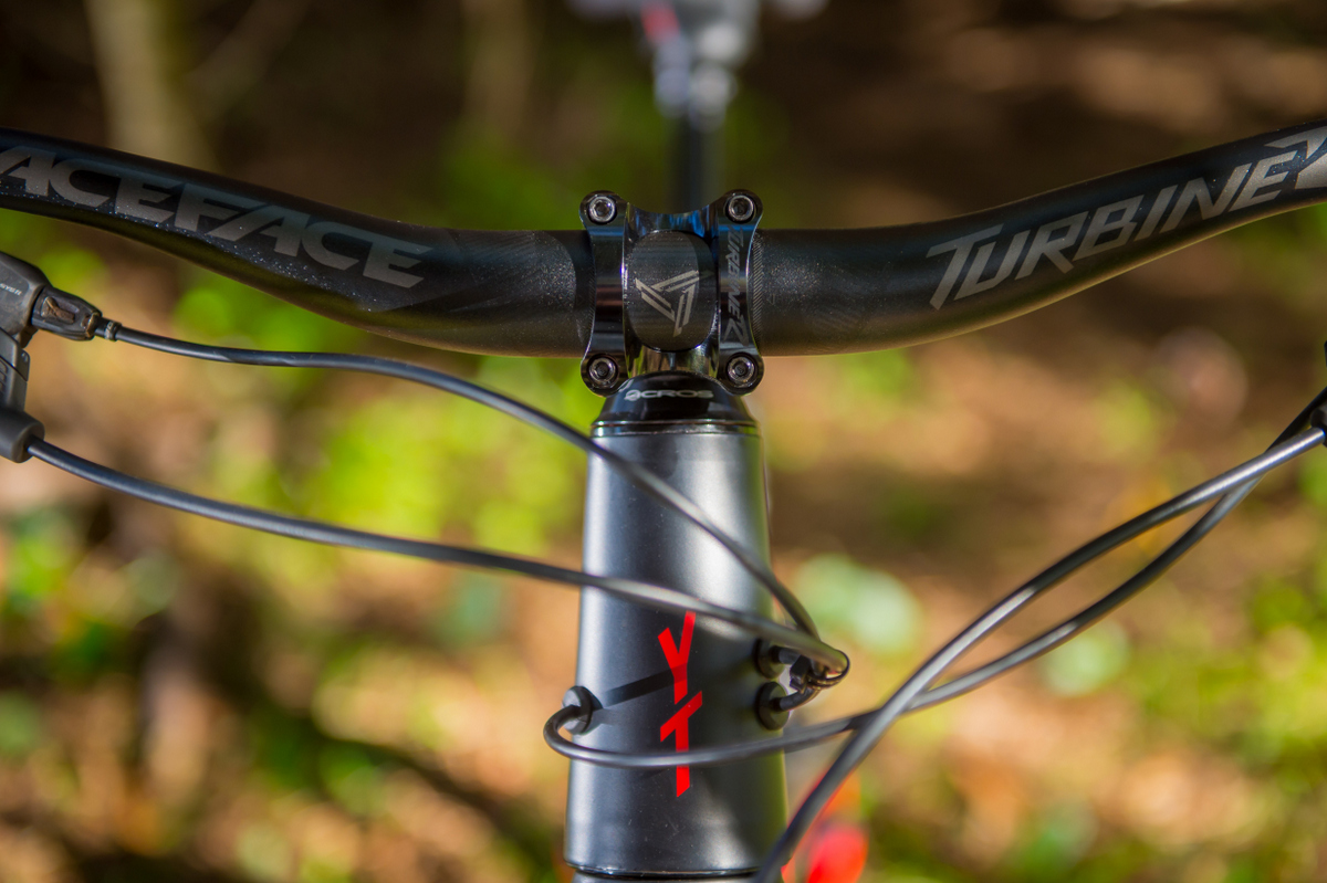 Cable routing on the Capra minimizes rubbing and rattling.