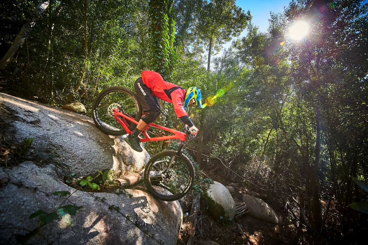 The 27.5  kept blind steep rollers uneventful on our test rides