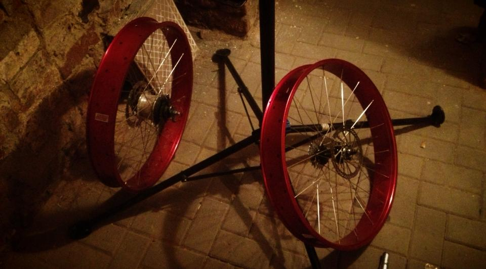 Drilling Robssons 80s rims .... or more air for my Pug...-yzfu.jpg