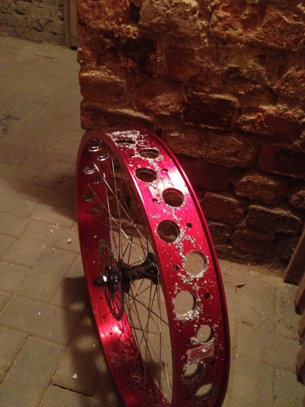 Drilling Robssons 80s rims .... or more air for my Pug...-zsru.jpg