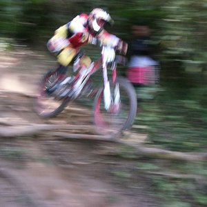 too fast (DH Team Guatemala)